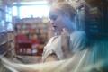 Картинка библиотека, девушка, книги, размытие