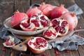 Картинка зима, ветки, тарелка, красные, доска, фрукты, натюрморт