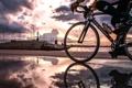 Картинка город, утро, спортсмен, велосипедист
