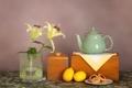 Картинка лимон, чай, лилия, чайник, печенье, натюрморт