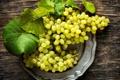 Картинка белый, листья, ягоды, тарелка, виноград, грозди