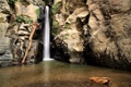 Картинка озеро, скалы, водопад