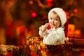 Картинка взгляд, праздник, коробка, шапка, новый год, ребенок, Рождество
