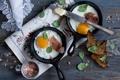 Картинка нож, яичница, тосты, сковородки