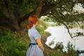 Картинка рыжеволосая, река, девушка, трава, дерево
