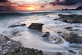 Картинка море, волны, небо, солнце, облака, закат, камни