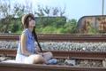 Картинка железная дорога, девушка, поза