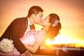Картинка солнце, свет, закат, пара, свадьба, молодожёны