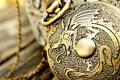 Картинка макро, металл, узор, дракон, рисунок, медальон
