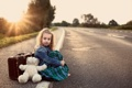 Картинка дорога, игрушка, медведь, мишка, девочка, чемодан, toy