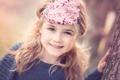 Картинка улыбка, дерево, рука, девочка, повязка, русая