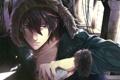 Картинка аниме, куртка, серьезный, мех, парень, красные глаза, черные волосы