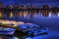 Картинка ночь, огни, озеро, отражение, дома, лодки, залив