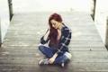 Картинка девушка, джинсы, рыжая, рубашка