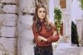 Картинка девушка, прическа, блузка, локоны