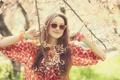 Картинка девушка, цветы, ветки, природа, улыбка, фон, дерево