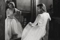 Картинка девушка, отражение, зеркало, невеста, белое платье