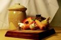 Картинка фон, лук, доска, перец, морковь, чеснок, шампиньон