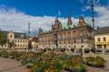 Картинка цветы, люди, дома, площадь, Швеция, ратуша, Мальме