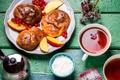 Картинка чай, яблоки, смородина, булочки, сметана