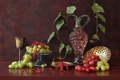 Картинка листья, вино, бокал, виноград, кувшин, натюрморт, красная смородина