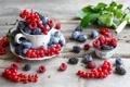 Картинка ягоды, малина, сливы, ежевика, красная смородина