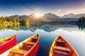 Картинка деревья, горы, лодки, солнечные лучи, горное озеро