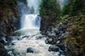 Картинка лес, деревья, река, скалы, водопад, поток, байдарка