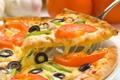Картинка пицца, помидоры, чеснок, сыр, оливки