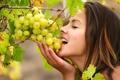 Картинка листья, девушка, лицо, волосы, виноград