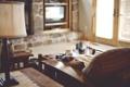 Картинка девушка, диван, лампа, интерьер, телевизор
