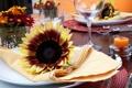 Картинка подсолнухи, цветы, стол, свечи, бокалы, тарелки, ножи