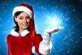 Картинка девушка, украшения, улыбка, праздник, подарок, игрушка, Новый Год