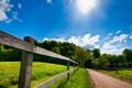 Картинка ограда, дорога, лето