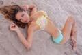 Картинка песок, купальник, взгляд, девушка, модель, шатенка