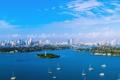 Картинка город, дома, остров, море, лодки, яхты