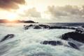 Картинка закат, камни, океан, остров, чайки, суша