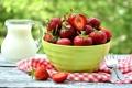 Картинка клубника, молоко, ягоды