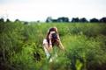 Картинка Брюнетка, Девушка, Небо, Трава, Фотоаппарат
