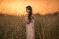 Картинка поле, закат, девочка