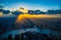 Картинка небо, солнце, облака, лучи, свет, закат, город