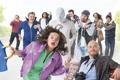 Картинка скамейка, фотоаппарат, сумка, постер, персонажи, комедия, Никита Джигурда