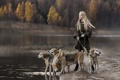 Картинка собаки, девушка, туман, озеро, настроение