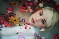 Картинка девушка, взгляд, цветы