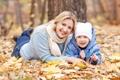 Картинка осень, листья, парк, женщина, блондинка, ребёнок, улыбки