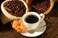 Картинка кофе, зерна, печенье, ложка, чашка, орехи, блюдце