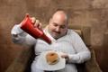 Картинка plate, man, sofa, armchair, shirt, dish, Ketchup