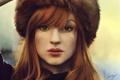Картинка шапка, арт, рыжая, веснушки, девушка, взгляд, портрет