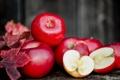 Картинка листья, осень, урожай, красные сочные яблоки