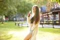 Картинка лето, девушка, лицо, улыбка, наслаждение, волосы, напиток